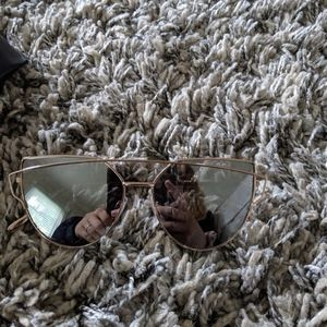 Accessories - Gold sunglasses